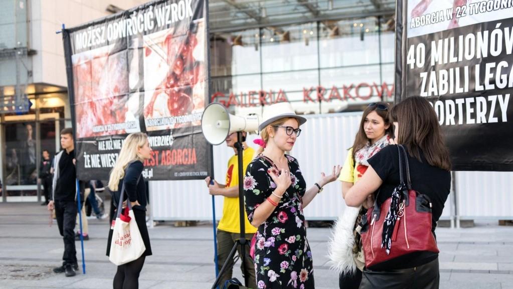 Ludzie naprawdę bardzo nas wspierają – pikieta w Krakowie